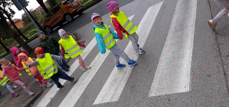 Przedszkolaki bezpieczne na drodze – zajęcia o zasadach ruchu drogowego